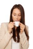 Immagine della donna in rivestimento con la tazza di caffè Immagine Stock