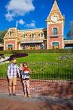 Immagine della famiglia di Disneyland Fotografia Stock