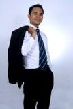 Immagine della foto di giovane supporto asiatico e di tenuta dell'uomo d'affari del suo rivestimento del vestito sulla sua spalla Fotografie Stock