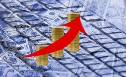 immagine della freccia sul primo piano del fondo dei soldi Immagine Stock