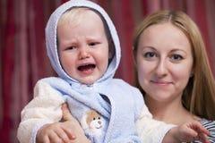 Immagine della madre felice con il neonato adorabile Fotografie Stock