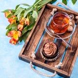 Immagine della prima colazione con tè, dolce fotografia stock