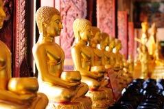 Immagine della scultura dell'oro di Buddha Fotografia Stock