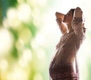 Immagine della siluetta di bella donna incinta Fotografia Stock
