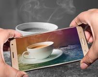Immagine delle fotografie della fucilazione con lo smartphone Fotografia Stock