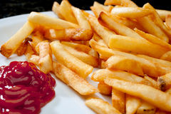 Immagine delle patate fritte con ketchup Immagini Stock Libere da Diritti