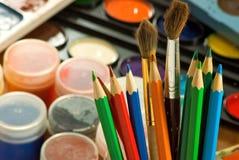 Immagine delle pitture e del primo piano colorato delle matite Immagine Stock