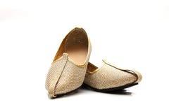 Immagine delle scarpe indiane delle nozze degli uomini Immagine Stock