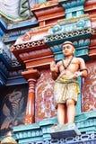 Immagine delle statue sulla torre di gopura del tempio indù HinduTemple, che Immagine Stock Libera da Diritti