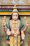 Immagine delle statue sulla torre di gopura del tempio indù HinduTemple, che Fotografia Stock