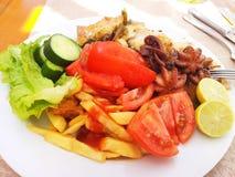 Immagine di alimento su un piatto bianco Immagini Stock Libere da Diritti