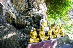 Immagine di Buddha alla caverna fotografia stock libera da diritti
