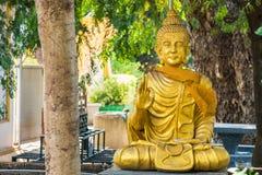 Immagine di Buddha che si siede sotto l'albero di Bodhi thailand fotografia stock libera da diritti