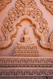 Immagine di Buddha con la scultura tradizionale tailandese Fotografie Stock Libere da Diritti