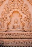 Immagine di Buddha con la scultura tradizionale tailandese Fotografia Stock Libera da Diritti