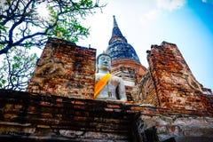 Immagine di Buddha con una pagoda a Ayutthaya immagini stock libere da diritti