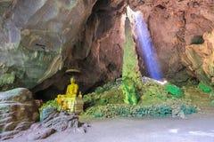 Immagine di Buddha, situata in caverna Immagini Stock Libere da Diritti