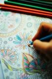 Immagine di coloritura della donna, tendenza adulta del libro da colorare, per lo sforzo r Fotografie Stock Libere da Diritti