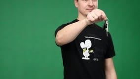 Immagine di concetto di un uomo d'affari che tiene una chiave video d archivio