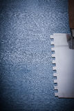 Immagine di Copyspace molto vicino sulla vista sul coltello di mastice d'acciaio Fotografia Stock