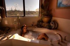 Immagine di HDR di una donna nel bagno fotografie stock