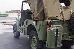 Immagine di Jeep Willys iconico con tutta l'attrezzatura fotografia stock