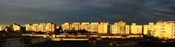 Immagine di panorama del tramonto sopra i blocchi Immagine Stock Libera da Diritti
