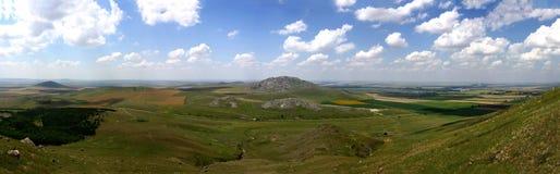 Immagine di panorama di più vecchie montagne in Romania Immagini Stock