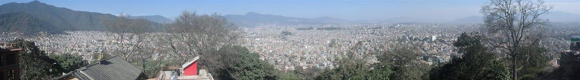 Immagine di panorama di Kathmandu come visto dalla cima del tempio della scimmia Fotografia Stock Libera da Diritti