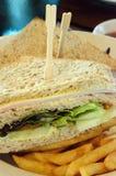 Immagine di riserva dei panini di club con le fritture Immagine Stock