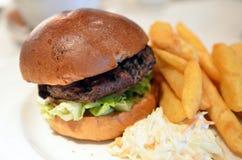 Immagine di riserva dei panini di club con le fritture Fotografia Stock Libera da Diritti