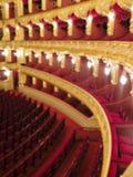 Immagine di sfondo vaga estratto vaga estratto L'interno delle arti del teatro La sala con i sedili ed il balcone Fotografia Stock