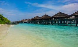 Immagine di stupore di Kuramathi, spiaggia sabbiosa bianca delle Maldive immagine stock libera da diritti