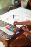 Immagine di tiraggio del bambino, palet di colore immagine stock libera da diritti