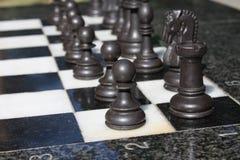 immagine di una scacchiera e dei pezzi degli scacchi Immagine Stock Libera da Diritti