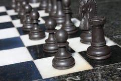 immagine di una scacchiera e dei pezzi degli scacchi Immagini Stock Libere da Diritti