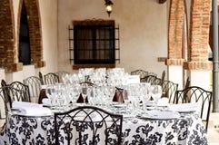 Immagine di una tavola pronta per la celebrazione delle nozze Immagini Stock Libere da Diritti