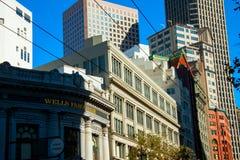 Immagine di vecchie e nuove case e delle strutture a San Francisco che dimostra l'opposizione fra le vecchie costruzioni di matto Fotografie Stock