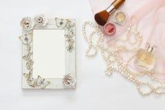 Immagine di vista superiore dell'accessorio d'annata della toilette della donna Fotografia Stock Libera da Diritti