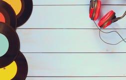 Immagine di vista superiore delle cuffie e delle annotazioni Fotografia Stock