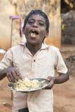 Immagine indicativa editoriale Bambino povero che sorride, India Fotografia Stock Libera da Diritti
