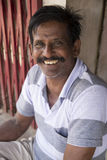 Immagine indicativa editoriale Ritratto dell'uomo indiano senior triste sorridente fotografia stock libera da diritti
