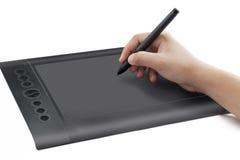 Immagine isolata della linguetta della penna con la mano fotografia stock