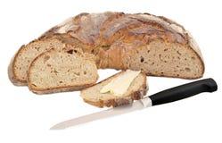 Immagine isolata di pane con i grani; pane e burro e un knif Fotografie Stock Libere da Diritti
