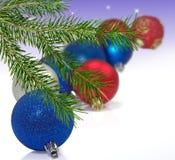 Immagine isolata molte decorazioni di Natale immagini stock
