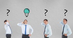 Immagine multipla dell'uomo d'affari con la lampadina ed i punti interrogativi Immagine Stock
