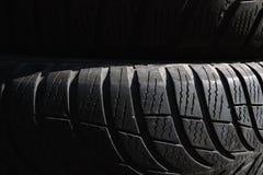 Immagine nera del fondo dei pneumatici Struttura nera, contesto immagine stock
