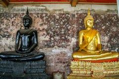 Immagine nera e dorata del monaco di Buddha Immagini Stock Libere da Diritti
