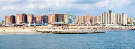 Immagine panoramica della spiaggia di Coney Island e dei amusemen di Luna Park Fotografia Stock Libera da Diritti