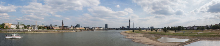 Immagine panoramica di alta risoluzione di Duesseldorf Germania Immagini Stock